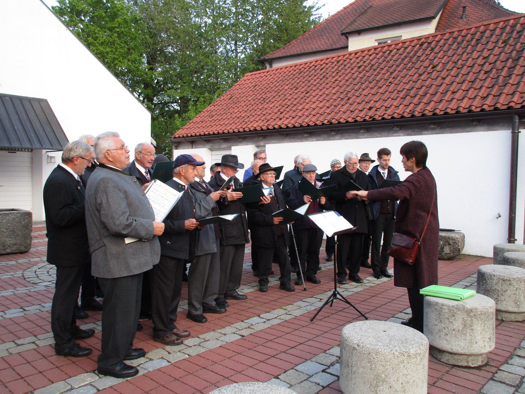 Mai-Ansingen in der St. Zeno-Kirche und an der alten Linde 2019